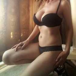 Erenköy Escort Kadın Kocaman Göğüsleriyle Beraber